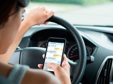 usar el móvil mientras se conduce