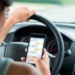 Usar el móvil mientras se conduce, ¡mal!