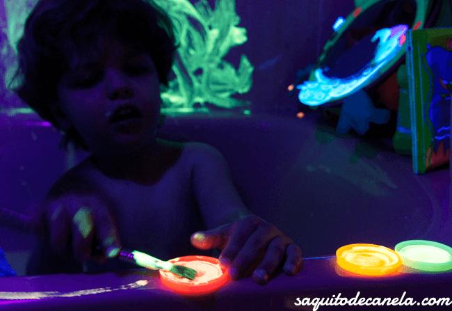 Luz negra y pintura fluorescente